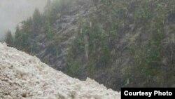 Рятувальники попередили про небезпеку лавин та зсувів снігу на дороги
