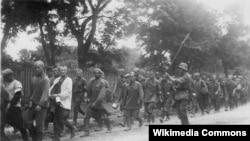 Колонна советских военнопленных. Лето 1941 года