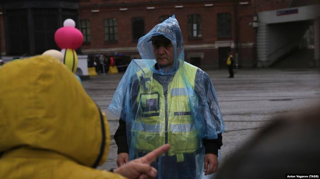 """Во время эвакуации посетителей торгового центра """"Галерея"""" в Санкт-Петербурге, 14 сентября 2017"""