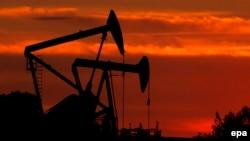 Нефтяное месторождение в Калифорнии, США. Иллюстративное фото.