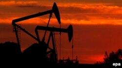 Установки по бурению нефти в Лос-Анджелесе, штат Калифорния.
