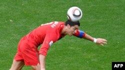 Роналду дар шумори беҳтарин футболбозони ҷаҳон қарор дорад.