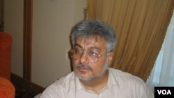 Prominent Iranian reform journalist Issa Saharkhiz (file photo)