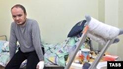 Олег Кашин в московской больнице, куда он попал с тяжелыми травмами после нападения в 2010 году.