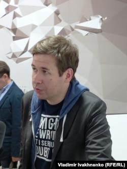 Бывший адвокат Надежды Савченко Илья Новиков на открытии выставки
