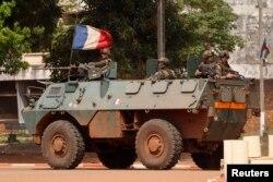 Французский бронетранспортер на улицах столицы Центральноафриканской республики Банги