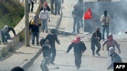 درگیری جوانان فلسطینی با نیروهای ارتش اسرائیل در اعتراض به ساخت یک آبادی یهودینشین