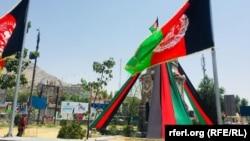 د کابل بېلابېلې سیمې د افغانستان د خپلواکۍ د بېرته ترلاسه کولو د سلمې کلیزې په مناسبت په بیرغونو او د امانالله خان انځورونو تزئین شوې دي.