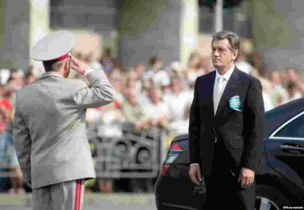 Військовий парад з нагоди Дня Незалежності 24 серпня 2008 року в Києві (фото з офіційного сайта Президента України) - Парад День Незалежності 2