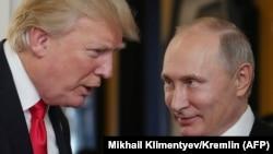 Дональд Трамп и Владимир Путин на саммите лидеров стран Азиатско-Тихоокеанского экономического сотрудничества. Вьетнам, ноябрь 2017 года