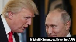 Президент США Дональд Трамп (слева) и президент России Владимир Путин на саммите АТЭС во Вьетнаме. Дананг, 11 ноября 2018 года.