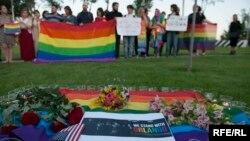 Victimele masacrului din Orlano, Florida, omagiate la Tbilisi, Georgia, 13 iunie 2016.