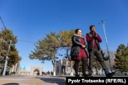 Одна из центральных улиц в Самарканде. Узбекистан, 29 ноября 2019 года.