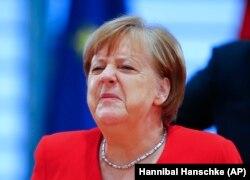 Меркель попереджає: країна перебуває на початку епідемії