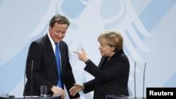Ангела Меркель и Дэвид Кэмерон на пресс-конференции в Берлине 18 ноября 2011 г