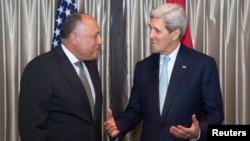 وزير خارجية الولايات المتحدة جون كيري ونظيره المصري سامح شكري