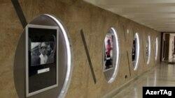 Bakı metrosunda yenidən qurulan stansiyaların divarları