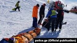 Эвакуация пострадавших в результате аварии туристов