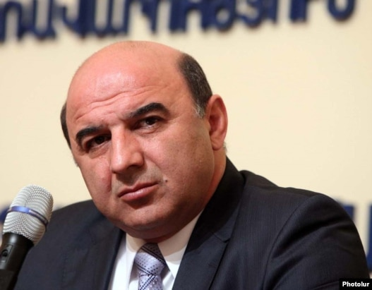 Armenia -- Energy and Natural Resources Minister Armen Movsisian  at a news conference, 14July 2010.