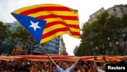 """Իսպանիա -- Կատալոնացի անկախականները մարդկային շղթա են կազմում՝ նշելով """"Diada de Catalunya"""" (Կատալոնիայի ազգային օրը) Բարսելոնայի կենտրոնում, 11-ը սեպտեմբերի, 2013թ․"""