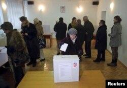 Na redovitim parlamentarnim izborima se bira 151 zastupnicu i zastupnika u 12 izbornih jedinica