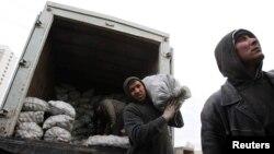 Мигрант жұмысшылар. Мәскеу, 11 қараша 2011 жыл. (Көрнекі сурет)