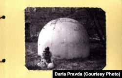 Фотография Веры Павловой, на заднем плане - Материнская Сфера.