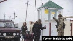 Пункт пропуска Меловое в Луганской области на границе с Россией