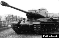 Тяжелый советский танк ИС-2