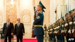 French president Francois Hollande (right) reviews an honor guard alongside his Kazakh counterpart, Nursultan Nazarbaev, in Astana on December 5.