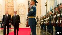 Қазақстан президенті Нұрсұлтан Назарбаев (сол жақта) пен Франция президенті Франсуа Олланд (оң жақта). Астана, 5 желтоқсан 2014 жыл.