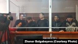 На заседании суда по делу о драке с иностранцами жителей Кызылагаша. Алматинская область, 24 декабря 2019 года.