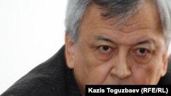 """Писатель и директор издательства """"Олке"""" Мереке Кулкенов. Алматы, 27 февраля 2012 года."""