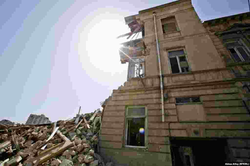Milyonçu Musa Nağıyev tərəfindən keçən əsrin əvvəllərində tikdirildiyi iddia edilən bina.