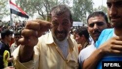 البصرة: محتجون على غياب الكهرباء (من الارشيف)