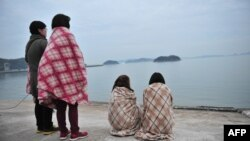 Cənubi Koreyada batan bərədə itkin düşənlərin yaxınları