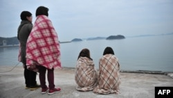 Родственники пропавших без вести пассажиров затонувшего парома. 18 апреля 2014 года.