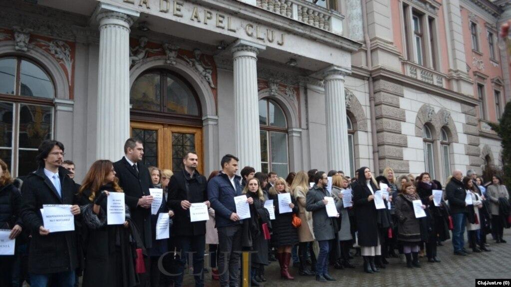 România: Magistrații ies în stradă și își suspendă activitatea în aproape toată țara