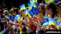 Святкування запровадження безвізового режиму між Україною та Євросоюзом. Запоріжжя, 10 червня 2017 року (ілюстраційне фото)