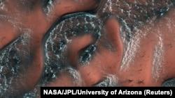 Заснеженные дюны на Марсе, фото NASA