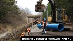Строителството на тръбата между София и Перник
