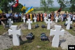 Церемонія перепоховання 23 солдатів дивізії «Галичина», які загинули під час Другої світової війни в битві під Бродами в селі Червоне недалеко від Львова, 23 липня 2017 року