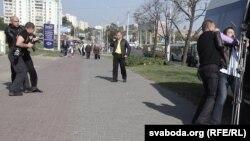 Затрыманьне журналістаў падчас вулічнага пікета «Зьмены»