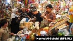 سوق لبيع المواد الغذائية في الموصل