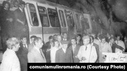 Vizită de lucru la metrou. Sursa:comunismulinromania.ro (MNIR)