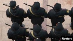 Призывники дают присягу в Севастополе, городе в Крыму.