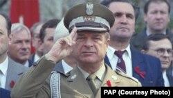 Чэслаў Кішчак на першатравеньскім парадзе ў Варшаве ў 1984 годзе