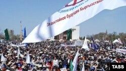 Оппозиционеры были немного удручены тем, что 11 апреля на митинг вышли не 50 тысяч человек, а не более 7 тысяч