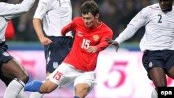 Sol Campbell și atacanții ruși la Euro 2008 într-un meci de calificare la Moscova