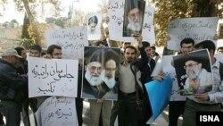 دانشجویان بسیجی با تجمع در مقابل ساختمان قوه قضاییه نسبت به حکم برائت حسین موسویان از اتهام جاسوسی اعتراض کردند.